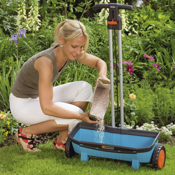 Как сажать газон сеялкой 97